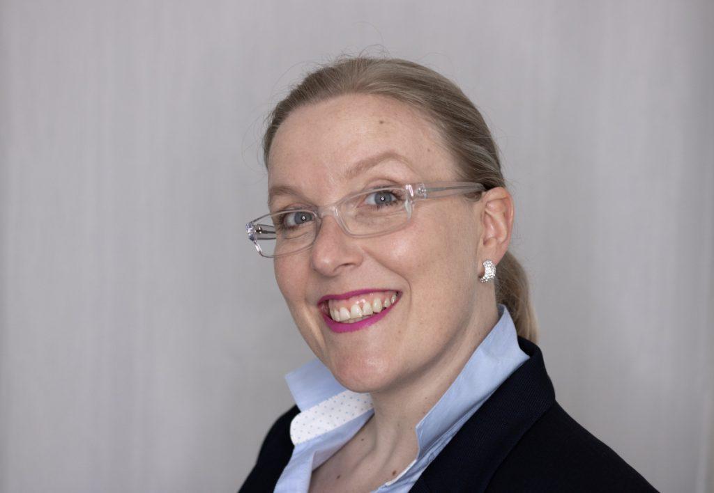 Portait vonThea Pfeiffer, Sie ist Coach für Selbstliebe, positives Selbstbild und persönlichen Stil